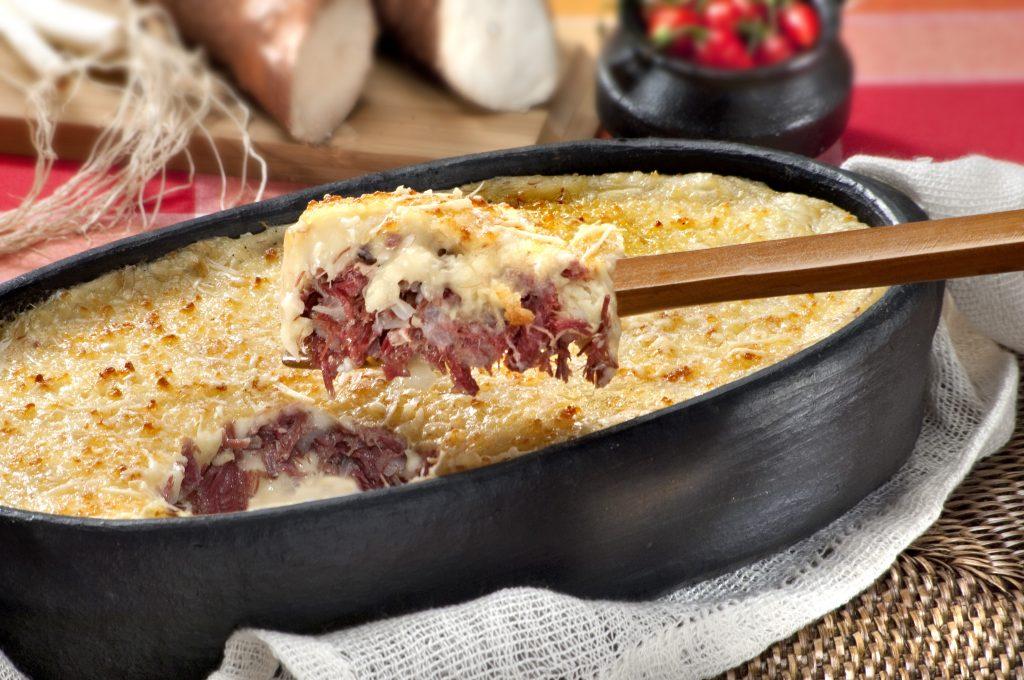 escondidinho_de_carne_seca typical brazilian food